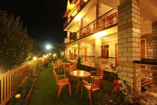Golden Apple Cottage Manali Rooms Rates Photos Reviews
